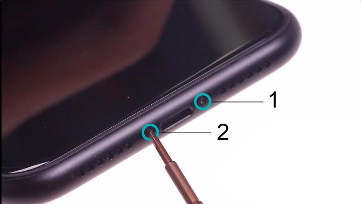 Bước 1: Tháo ốc phần đuôi máy
